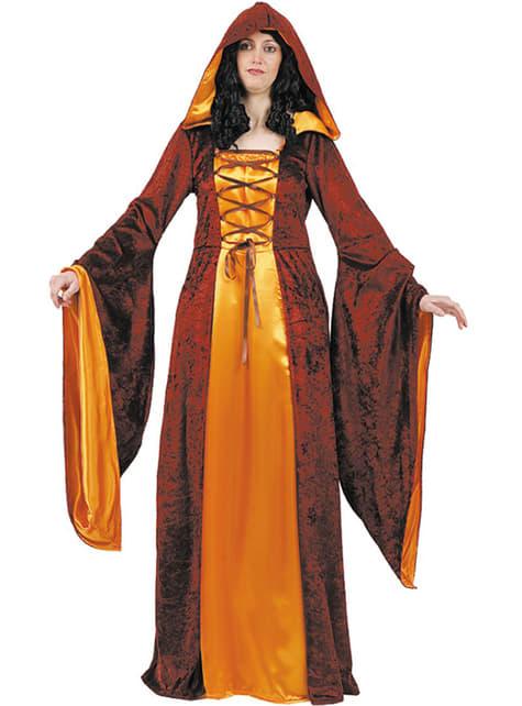 A középkori jelmezes hölgy