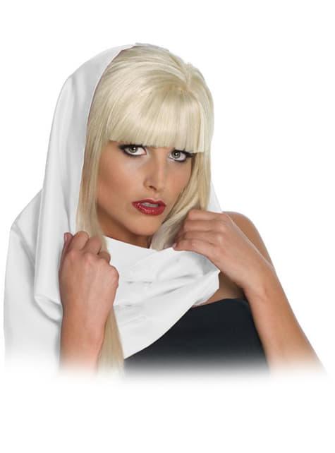 Lady Gaga bielou šatkou