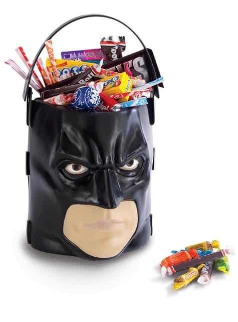 Батман Тъмният рицар издига кофа