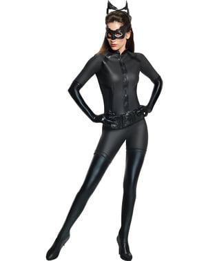 Тъмният рицар се издига в костюма на жената за възрастни
