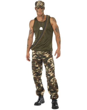 Armeija-asu miehelle