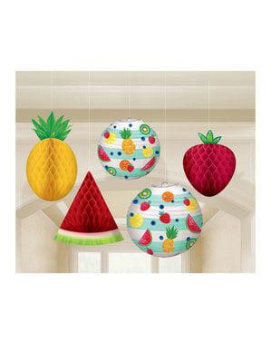 Viisi roikkuvaa tutti fruti koristetta