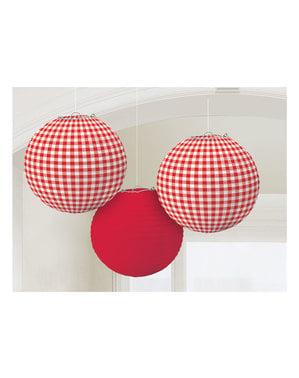3 esferas pingentes de quadrados vermelhos e brancos