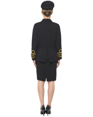 Laivaston upseeri asu naiselle