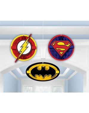 Sett med 3 dukker hengende fra The Justice League panel