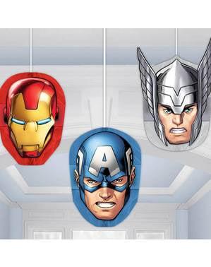 Sett med 3 dukker hengende The Avengers panel