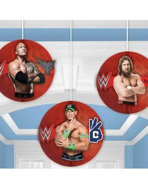 Sett med 3 WWE dekorasjoner hengende fra honeycomb papir