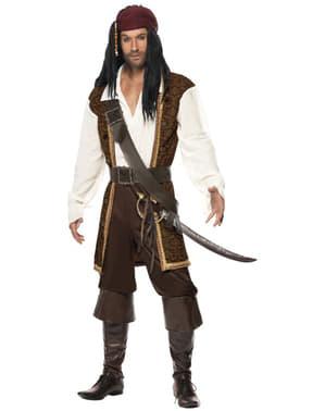 Strój pirata na pełnum morzu