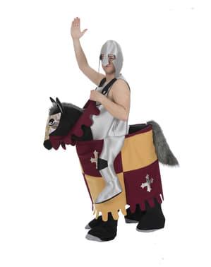 Maskeraddräkt medeltidsriddare på häst ride on för vuxen