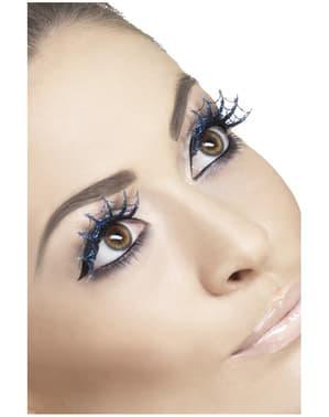 Blaue Wimpern mit Spinnenweben
