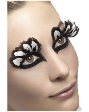 Silmäripset mustilla ja valkoisilla höyhenillä