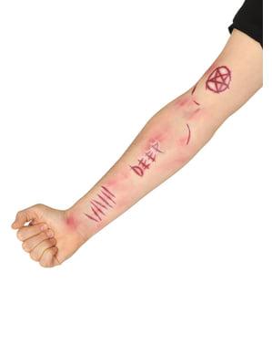 Gruselige Narben-Tattoos für Erwachsene