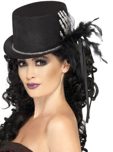 Sinister and elegant top hat