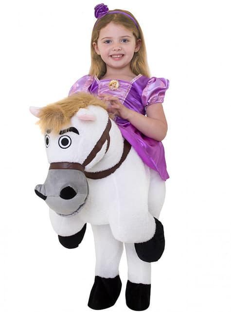 Fato às costas de Rapunzel em cima do cavalo Max