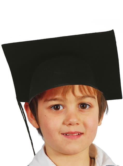 Opiskelija hattu pienelle lapselle