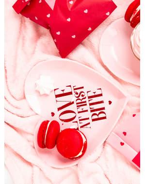 6 desserttallrikar i form av hjärta