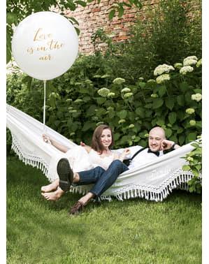 巨大な愛は空気中の白い風船 - バレンタインコレクション