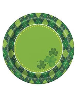 Sett med 8 rutete grønn Happy St Patrick's Day desserttallerkener