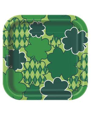 Sett med 8 rutete grønn Happy St Patrick's Day firkantete desserttallerkener