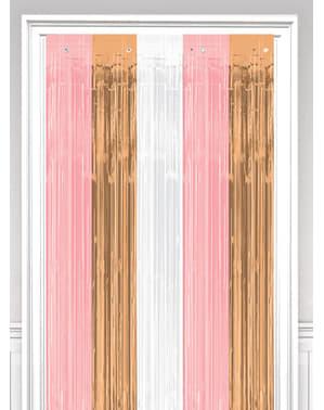 Cortina de tiras metalizadas em ouro rosa, branco e cor-de-rosa