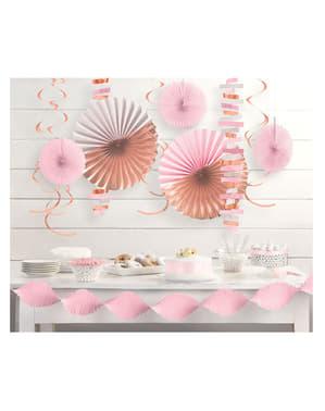 Pastelowo różowy zestaw papierowych dekoracji