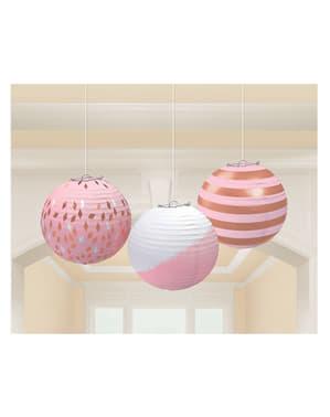 3 esferas com estampados variados em tons rosas