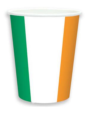 8 muggar med Irländska flaggan