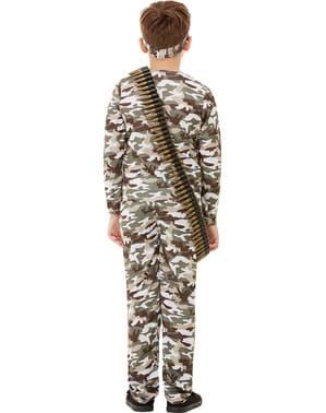 军用服装的孩子们