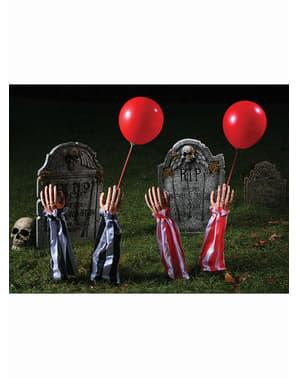 dekorativní figurka ruce zemřelého klauna