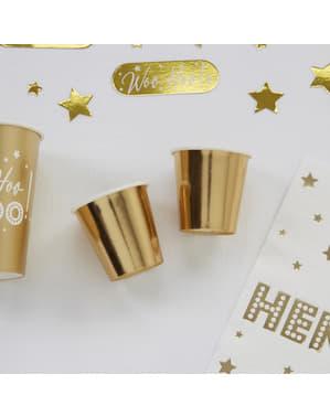 8 pientä paperikippoa kultaisena – Woo Hoo Hen Do