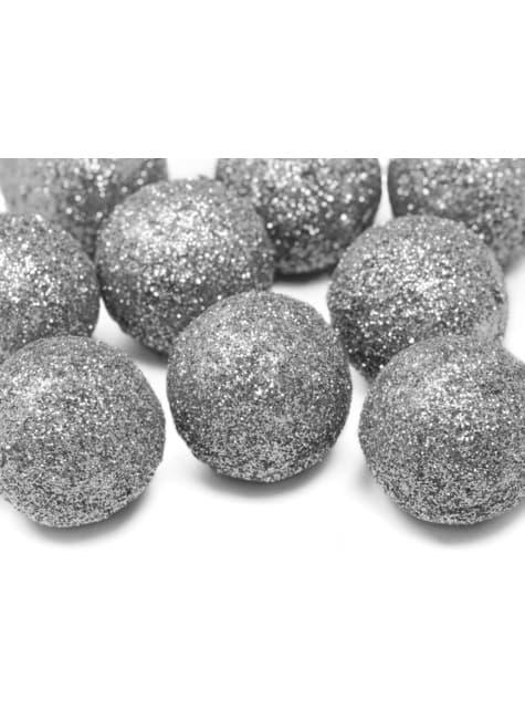 25 ozdobných koulí na stůl stříbrných