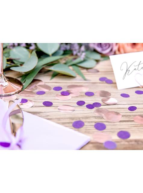 Confetes redondos roxos de papel para mesa