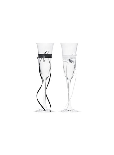 2 flûtes à champagne avec pendentif en forme de cœur et clé