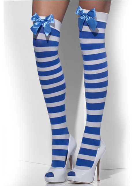 Οι μπλε και οι λευκές ριγέ κρατούν τα καλσόν με τα τόξα