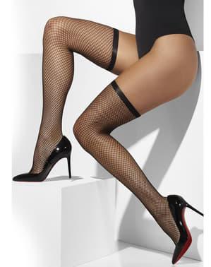 Crna mrežica drži čarape