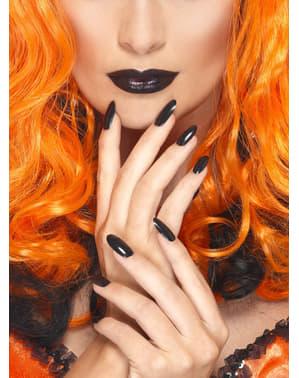 Nagellack und Lippenstift schwarz