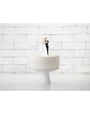 सुनहरे बालों वाली दुल्हन के साथ वेडिंग केक का आंकड़ा