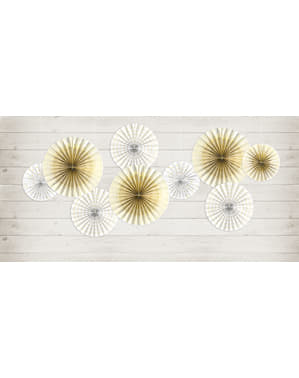 4つの白い装飾的な紙ファンのセット