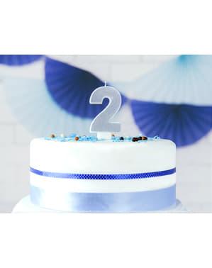 Numero 2 syntymäpäiväkynttilä hopeisena