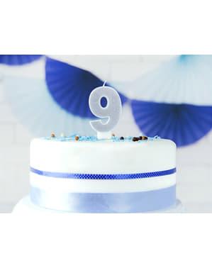 Numero 9 syntymäpäiväkynttilä hopeisena