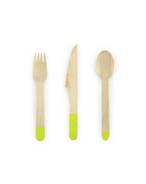 18-osainen, pastellinen, puinen aterinlajitelma vihreänä