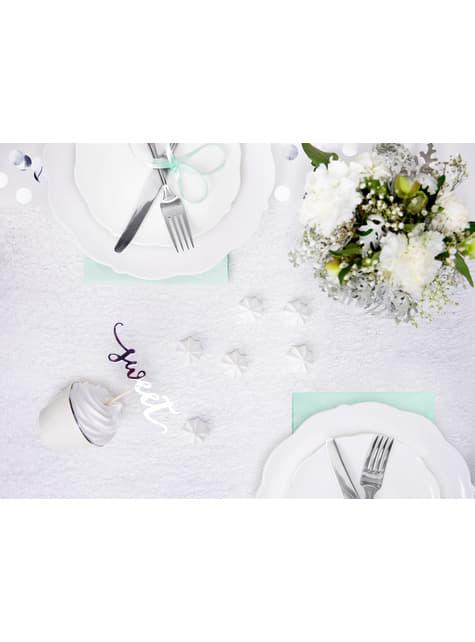 Tischläufer aus silbernen Fasern