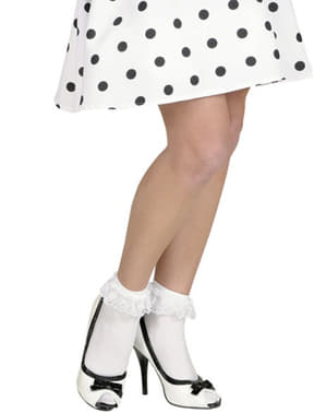 Valkoiset sukat röyhelöillä