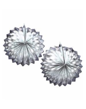 2 koristeellista paperilyhtyä hopeisena
