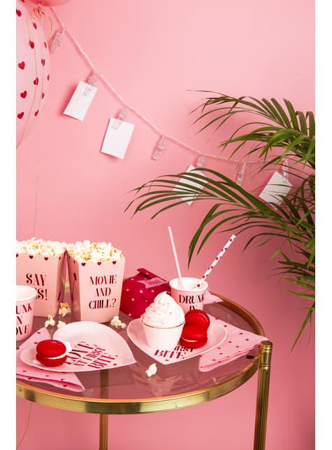 10 valkoista paperipilliä punaisilla sydämillä - Valentine's Day