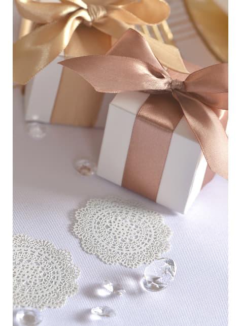10 małe białe rozety dekoracyjne na stół