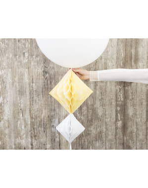 Hengende dekorasjon laget av papir i hvit med mål på 20 cm