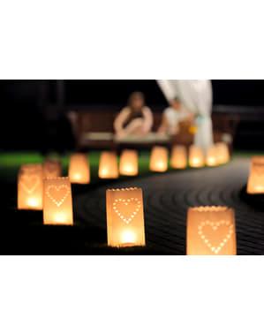 10 торбички за свещи с изрязани сърца