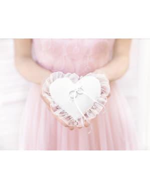 Ringpude i en hjerteform med hvid tyl