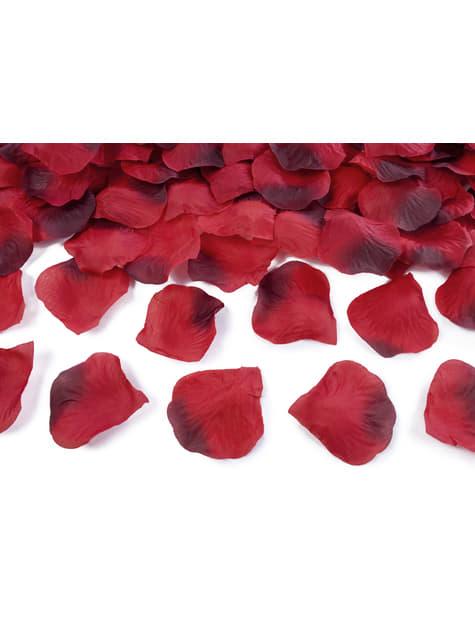 100 pétales de roses rouges foncés